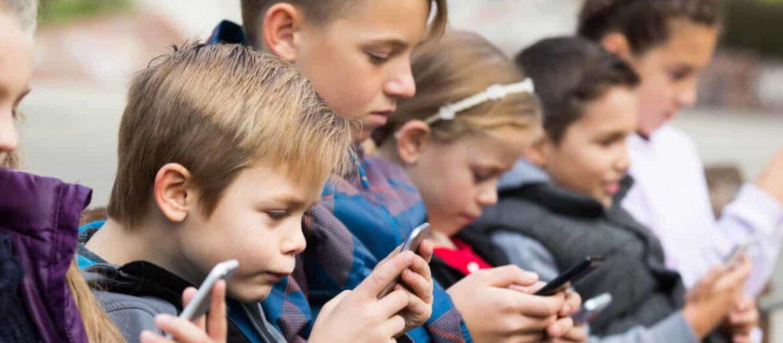 bambini-smartphone-1200x720